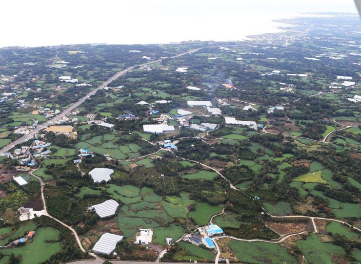 Seen above is the candidate site for Jeju Island's second airport in Seongsan. Korea Times file