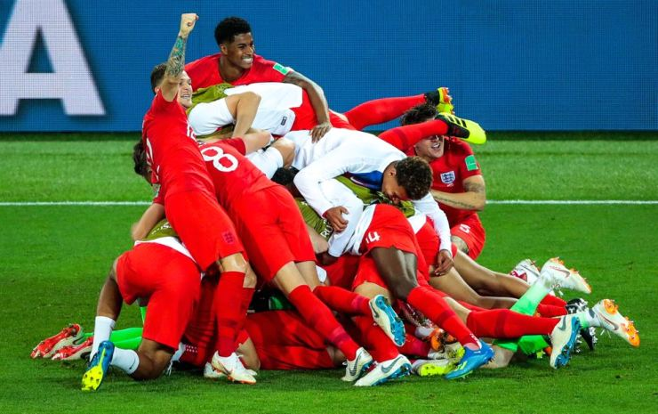 England's players celebrate their victory in the 2018 FIFA World Cup Round of 16 match against Colombia at Spartak Stadium in Moscow, July 3. England won the game 4-3 in a penalty shootout. TASS-Yonhap