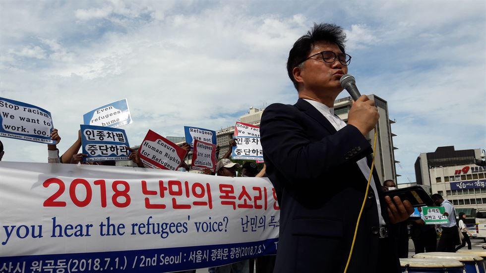 Migrants from Nigeria, Burundi, Cameroon, Liberia, Congo and the Philippines make their voices heard as refugees in Korea in front of the Sejong Center for the Performing Arts in Seoul's Gwanghwamun Square on July 8. Korea Times photo by Ko Dong-hwan
