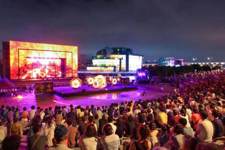 Hangang Fire Dancing Festival is set to show a performance by the world's best fire dancing artists, and also features fireworks on July 28 and 29. / Courtesy of Seoul Metropolitan Government