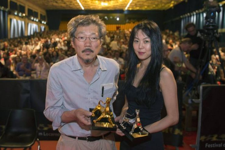 Hong Sang-soo, left, and actress Kim Min-hee at the Locarno Film Festival in Switzerland in 2015. Yonhap file