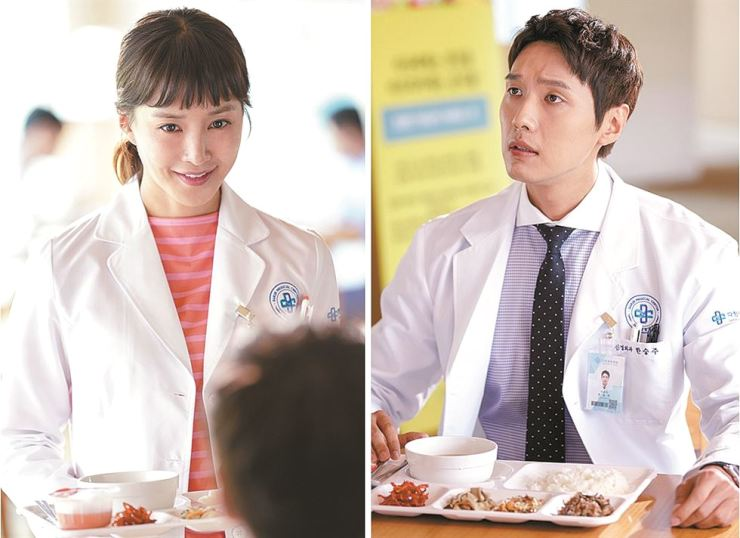 Lee Si-young, left, and Ji Hyun-woo are seen in MBC's new drama 'Risky Romance.' / Courtesy of MBC