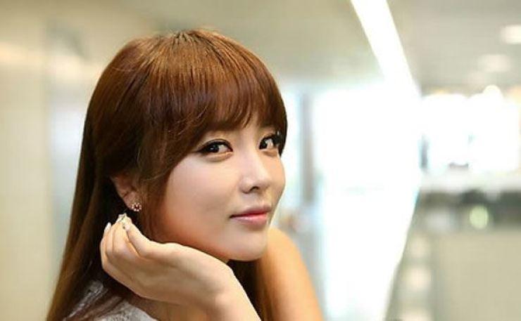 Trot singer Hong Jin-young. Yonhap