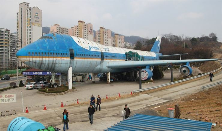 Jumbo 747, a historic 747 reused as a restaurant in Namyangju, sits abandoned in 2010. / Courtesy of Ron Bandun.