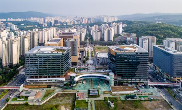 Alpha Dome City in Pangyo, Gyeonggi Province. Shinhan Alpha REITs invest in these office buildings which will have the country's top IT and game companies as tenants. / Courtesy of Shinhan REITs Management