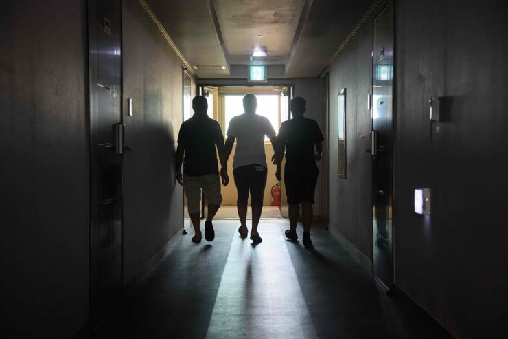Yemeni asylum seekers walk along a hallway in the Olle Tourist Hotel on Jeju Island, July 4. Korean lawmakers are pushing for tighter refugee laws amid fierce debate in Korea about Yemeni refugees on the island. / AFP-Yonhap