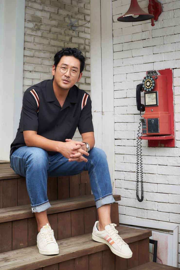 Actor Ha Jung-woo poses prior to an interview with The Korea Times at a cafe in Seoul, Thursday. / Courtesy of Lotte Entertainment