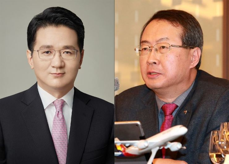 Korean Air President Walter Cho, left, and Asiana Airlines CEO Kim Soo-cheon / Korea Times file