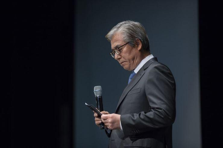 BMW Korea Chairman Kim Hyo-joon reads an apology during a press conference at the Westin Chosun hotel in Seoul, Monday. / Korea Times photo by Shim Hyun-chul