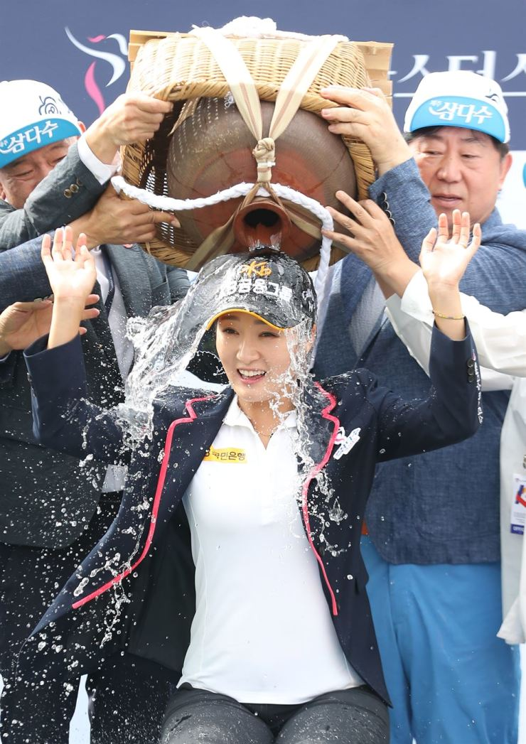 South Korean golfer Oh Jin-hyun is drenched with water after winning the Jeju Samdasoo Masters on the Korea LPGA (KLPGA) Tour on the southern resort island of Jeju on Sunday. / Yonhap