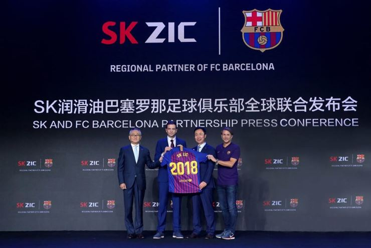 Park Yong-min, second from right, head of the lubricant business division at SK Lubricants, poses with FC Barcelona's Head of Business Development APAC Jordi Camps, second from left, during the two sides' sponsorship agreement ceremony in Beijing, Sunday. / Courtesy of SK Lubricants