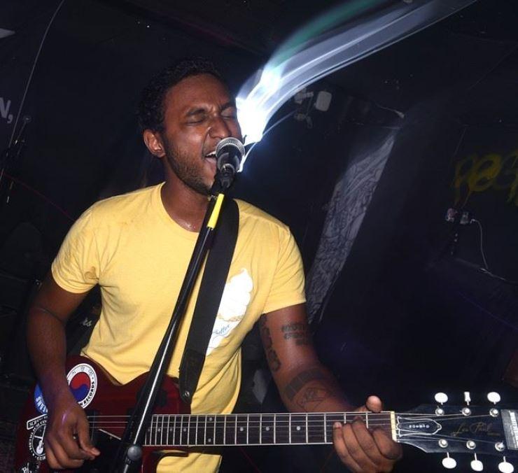 Jonathan of Pseudo performs at Club SHARP last Sept. 9. / Image by Jon Dunbar