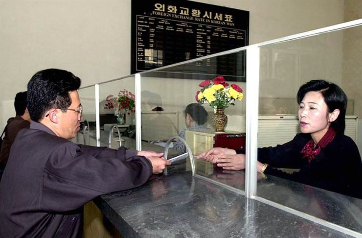 A North Korean man buy a government bond at an international trade bank in downtown Pyongyang in this 2003 file photo. Yonhap