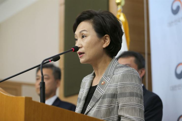 Minister of Land, Infrastructure and Transport Kim Hyun-mee speaks at the Government Complex in Seoul, Monday, to announce the ministry's decision to ask local governments to ban at-risk BMW vehicles from the roads. Courtesy of Ministry of Land, Infrastructure and Transport