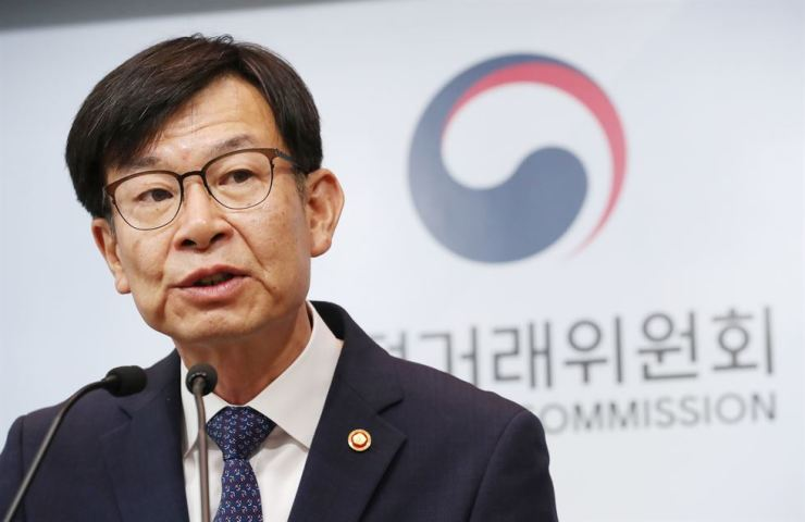 Fair Trade Commission Chairman Kim Sang-jo speaks during a press conference at the Government Complex in Sejong, Monday. / Yonhap