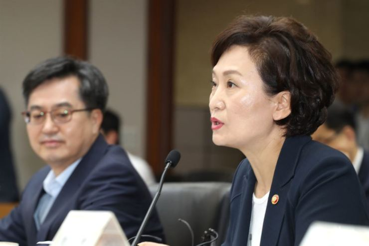 Land Minister Kim Hyun-mee, right, speaks at an economy-related ministers' meeting held on Yeouido, Seoul, Monday. The government unveiled measures to stabilize housing prices in Seoul, including plans to increase the supply of new homes and further designate anti-speculation zones. / Yonhap