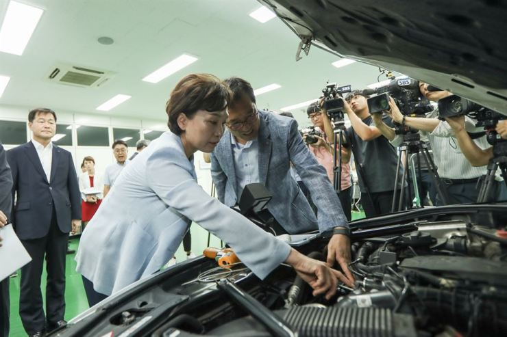 Minister of Land, Infrastructure and Transport Kim Hyun-mee inspects a BMW vehicle at the Korea Automobile Testing & Research Institute in Hwaseong, Gyeonggi Province, Wednesday. She visited the institute to monitor its investigation into the cause of a series of engine fires in BMW vehicles. / Courtesy of the Ministry of Land, Infrastructure and Transport
