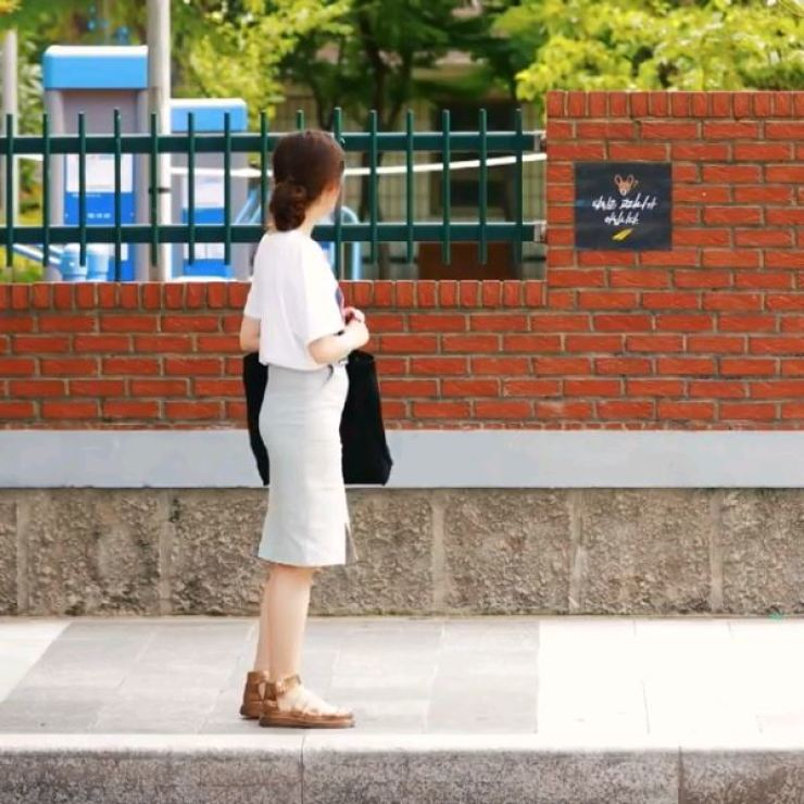 A female pedestrian looks at a poster that reads, 'You are not a water deer,' in this screen capture of a video clip which won a contest hosted by Lush Korea. Some male posters refer to female victims of traffic accidents as 'water deer,' which many women consider sexist. / Screen capture from Lush Korea's Instagram