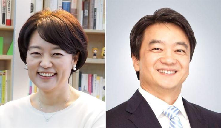 Naver CEO Han Seong-sook, left, and eBay Korea CEO Byun Kwang-yun