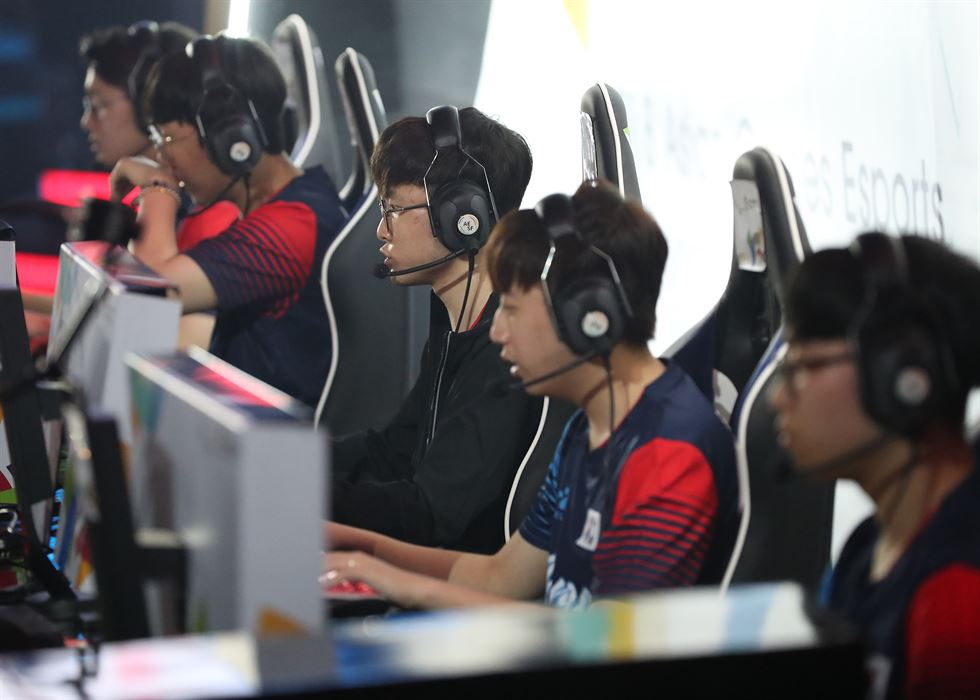 Students play 'League of Legends' at Game Coach Academy in Seoul. / Courtesy of Game Coach Academy
