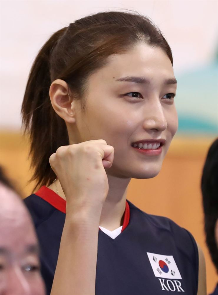 South Korean volleyball star Kim Yeon-koung speaks with reporters during a press conference at Jincheon National Training Center in North Chungcheong Province, about 90 kilometers south of Seoul. / Korea Times file