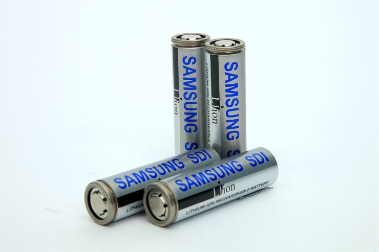Seen are Samsung SDI's small-sized lithium ion batteries. / Courtesy of Samsung SDI