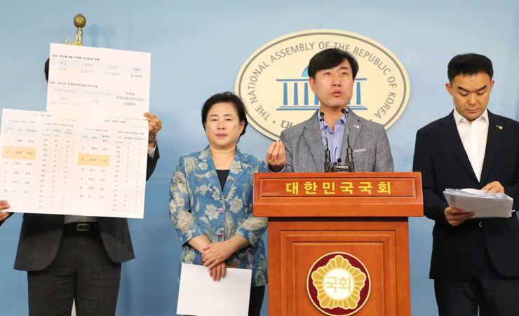 Rep. Ha Tae-keung of the Bareunmirae Party, third from left, speaks during a press conference on a bill cutting household electricity prices in months affected by heat waves at the National Assembly, Aug. 1. / Yonhap