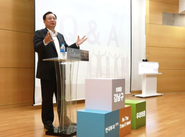 Korea Investment Holdings Vice Chairman and CEO Kim Nam-goo speaks during the firm's recruitment fair at Korea University in Seoul, Sept. 11. The firm is the country's only non-bank financial holding company. / Courtesy of Korea Investment Holdings