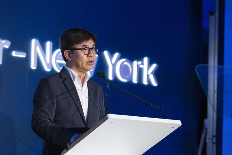 Kim Hyun-suk, president of Samsung Electronics' consumer electronics division, delivers a speech during the opening ceremony for the new AI research center in New York, Friday. / Courtesy of Samsung Electronics