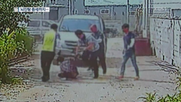 This CCTV footage shows immigration officials attacking an Uzbek man near a construction site in Haman, where he was allegedly working without a permit.