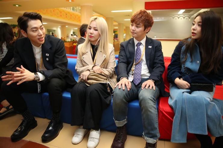 (From left) Hip-hop artist Zico, vocalist Ali, magician Choi Hyun-woo and vocalist Ailee, who are members of the South Korean cultural delegation to the third inter-Korean summit between South Korean President Moon Jae-in and North Korean leader Kim Jong-un, chat while visiting Okryu Children's Hospital in Pyongyang, Sept. 18. Joint Press Corps