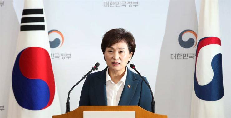 Minister of Land, Infrastructure and Transport Kim Hyun-mee speaks at Seoul Government Complex, Friday, about the new plan to provide more homes to stabilize Korea's currently unstable real estate market. Yonhap