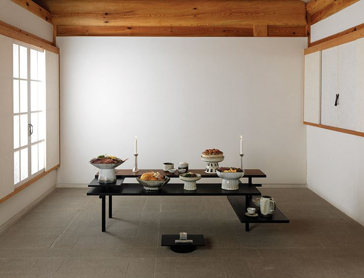 A new proposal for the traditional Chuseok ritual table. Courtesy of Arumjigi