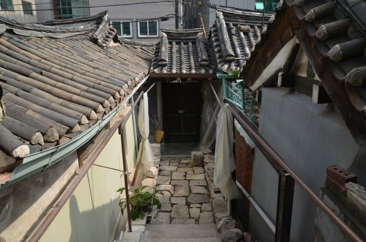 This hanok neighborhood in Seongbuk-gu, northeastern Seoul, holds its own ghost tale. / Image by Jon Dunbar