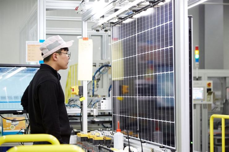 A Hanwha Q CELLS Korea worker monitors a solar module at the solar cell manufacturer's factory in Jincheon, North Chungcheong Province, in this file photo. / Courtesy of Hanwha Q CELLS Korea