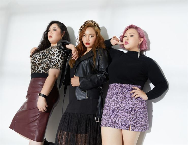 From left, Bang Wu-ri, Kim Yoo-jin and Bae Kyo-hyun pose for a photo shoot held before an interview with The Korea Times. Courtesy of J Style