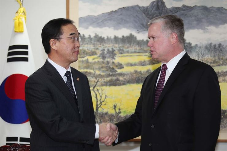Unification Minister Cho Myoung-gyon shakes hands with U.S. Special Representative for North Korea Stephen Biegun ahead of a meeting at the ministry building in Seoul, Tuesday. / Yonhap