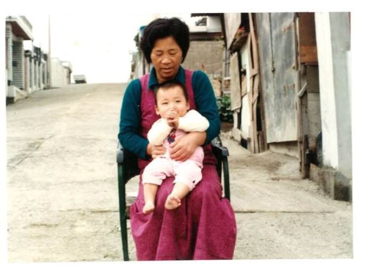 Johannes Lindgren (Kang Min-ho) with his Korean foster mother Lee Chang-soon in 1981 / Courtesy of Lindgren