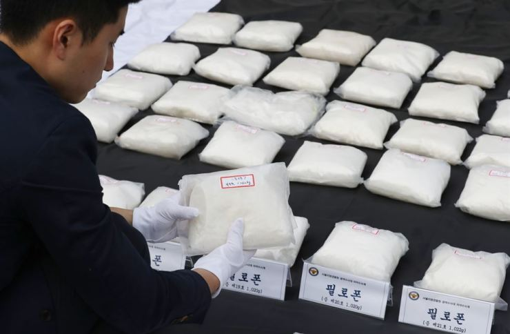 Seized bags of meth on display at Seoul Metropolitan Station, Monday. Yonhap