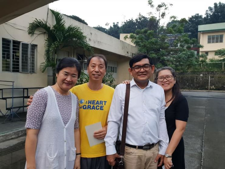 Korean missionary Baik Young-mo, second from left, was released from jail in the Philippines after 126 days of detention, Tuesday. Courtesy of Korea Evangelical Holiness Church