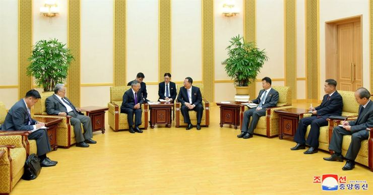 North Korea's Foreign Minister Ri Yongho (fourth from right) talks with Zandaakhuu Enkhbold (third from left), head of the presidential secretariat of Mongolia at the Mansudae Assembly Hall in this August file photo. KCNA-Yonhap