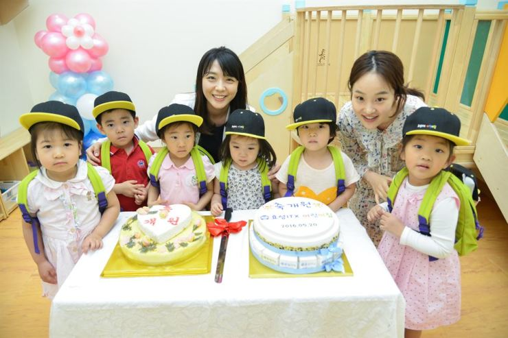 Kids and instructors at Hyosung ITX's daycare center in Yeongdeungpo-gu, Seoul, celebrate the opening of the center on May 20, 2016. / Courtesy of Hyosung