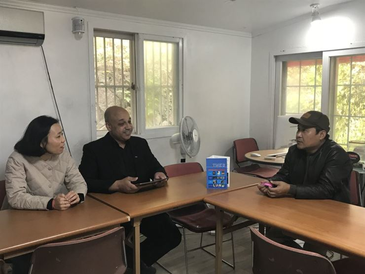 Jang Jin-sung, right, speaks at the Teach North Korean Refugees Global Education Center in Seoul. / Courtesy of Casey Lartigue Jr.