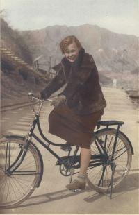 Joseon Images: Korea's earliest female cyclists