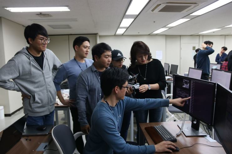 Participants of POSCO's artificial intelligence academy monitors a deep learning model at Pohang University of Science and Technology, on Oct. 19. / Courtesy of POSCO