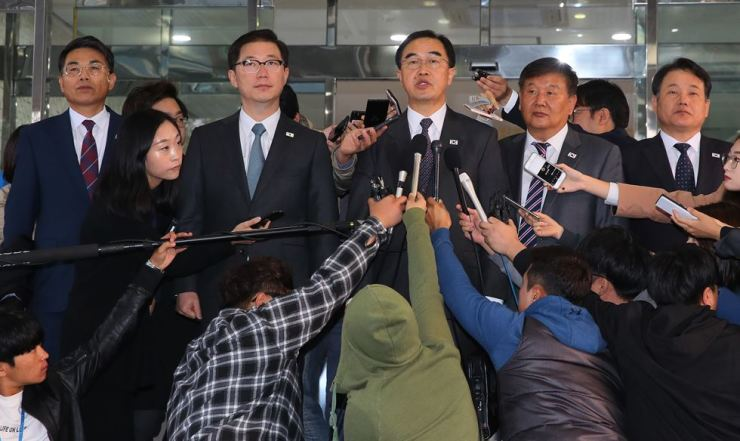 Unification Minister Cho Myoung-gyon, third from right, answers questions from reporters in Seoul, Monday, before departing for the Peace House. The two Koreas held high-level talks at the South's side of the truce village of Panmunjeom. / Yonhap