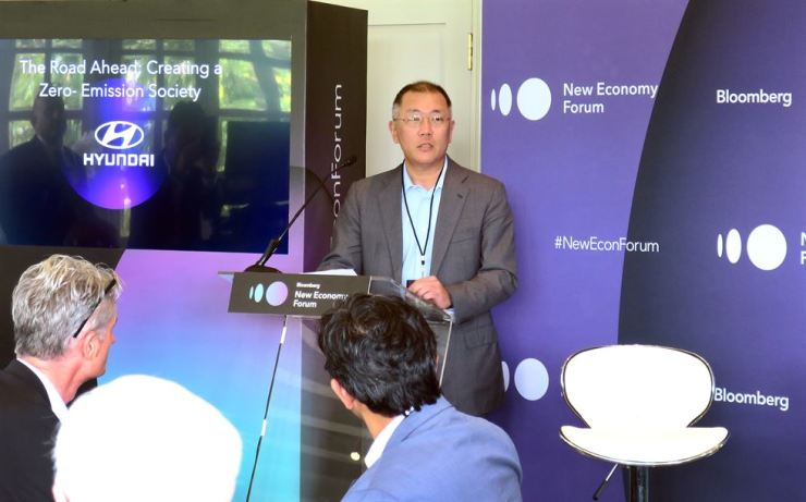 Hyundai Motor Group Executive Vice Chairman Chung Eui-sun speaks at a panel discussion on a zero-emission society, which was held at Capella Singapore, Nov. 6, on the sidelines of the Bloomberg New Economy Forum. / Courtesy of Hyundai Motor Group