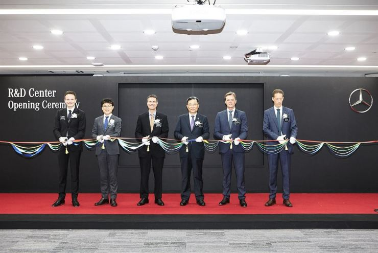 Mercedes-Benz Korea CEO Dimitris Psillakis, third from left, cuts the ribbon with attendees at the opening ceremony of an expanded R&D center in Seoul, Wednesday. / Courtesy of Mercedes-Benz Korea