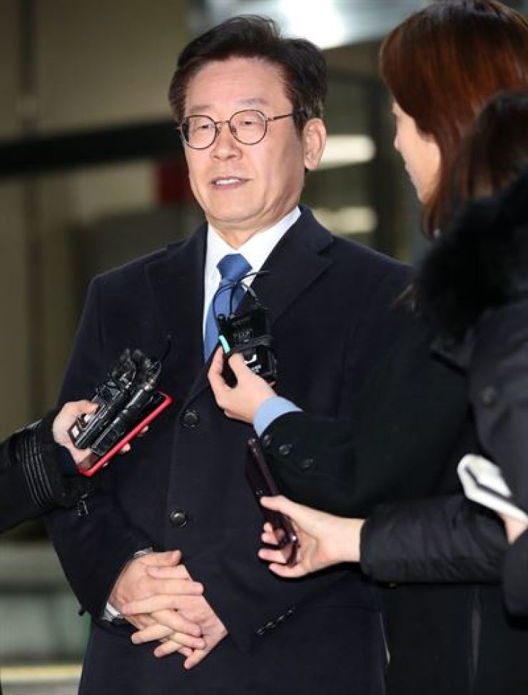 Gyeonggi Province Governor Lee Jae-myung speaks to reporters at the Seongnam branch of the Suwon Prosecutors' Office, Gyeonggi Province, Saturday, after being questioned over multiple allegations involving his family and violations of the Election Law. / Yonhap