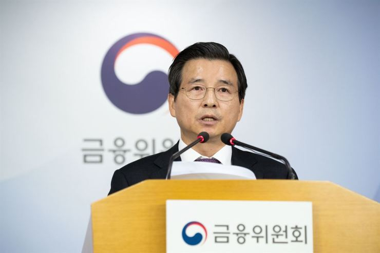 Securities and Futures Commission (SFC) head Kim Yong-beom speaks during a media conference at the Government Complex in Seoul, Wednesday. The SFC ruled Tuesday that Samsung BioLogics intentionally violated accounting rules in 2015 / Courtesy of Financial Services Commission